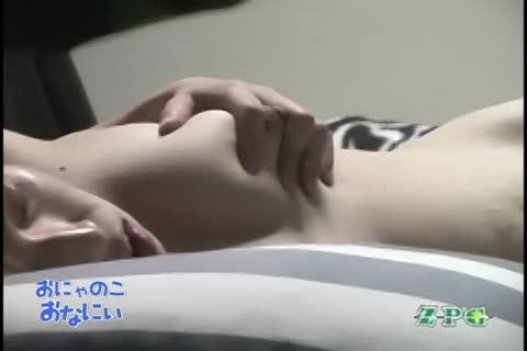 【お姉さんの潮ふき・オナニー動画】柔らかそうな美巨乳おっぱいをモミモミしながらローターオナニーする美人お姉さんを民家盗撮。