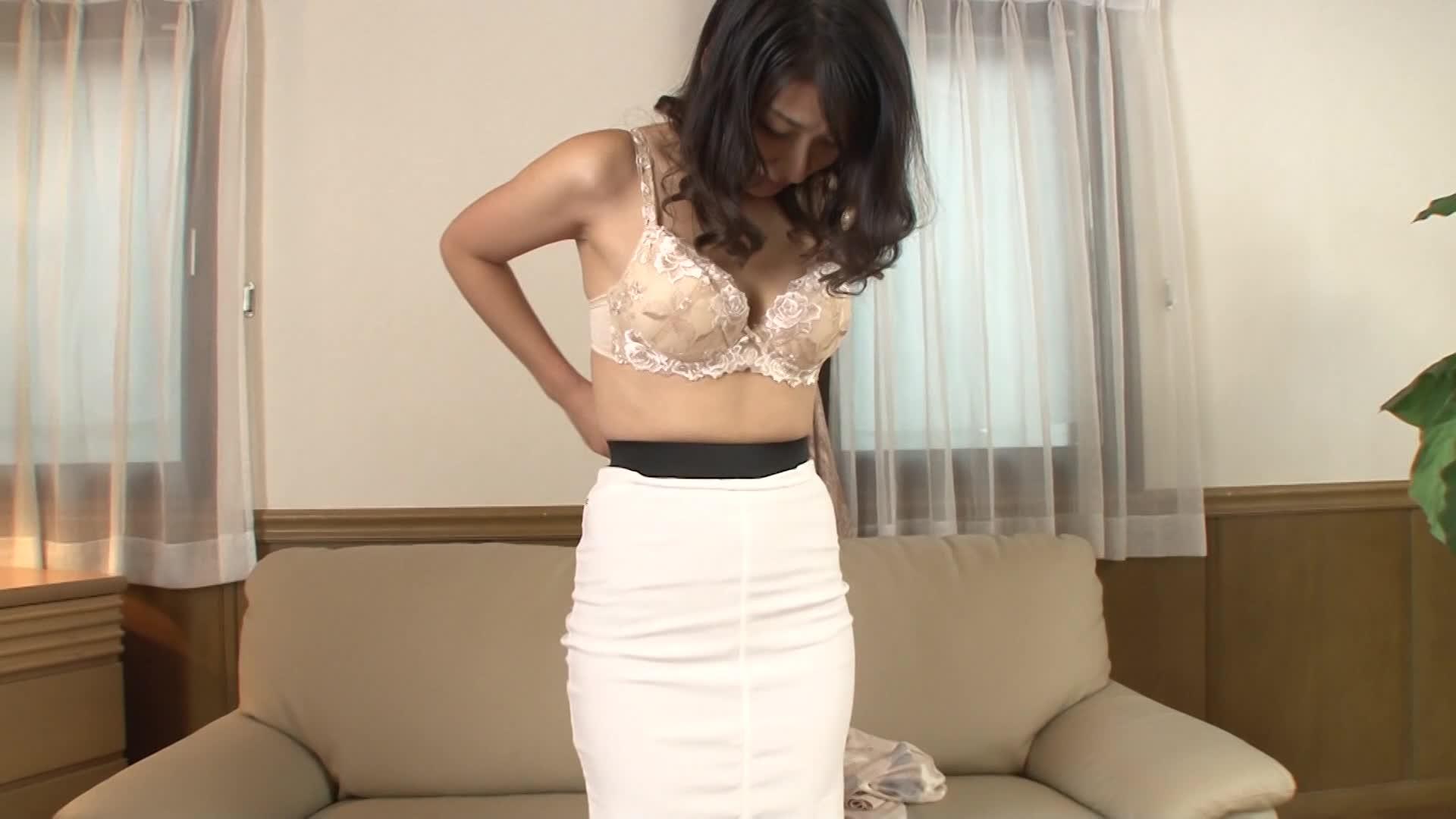 【無料エロ動画】《川村真由美 43年》四十代のドしろーとの美中年女性...
