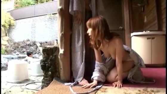 (フェラチオ)露出ムービー。露天風呂の更衣室でこっそり隠れて露出フェラチオチオ