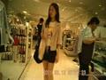 デパートのレディースファッションフロアを歩けば脚がいっぱい見れる